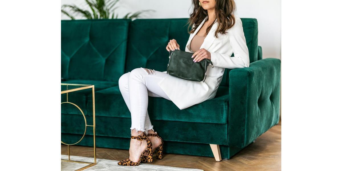 Czy odcień torebki należy dobierać do koloru butów?